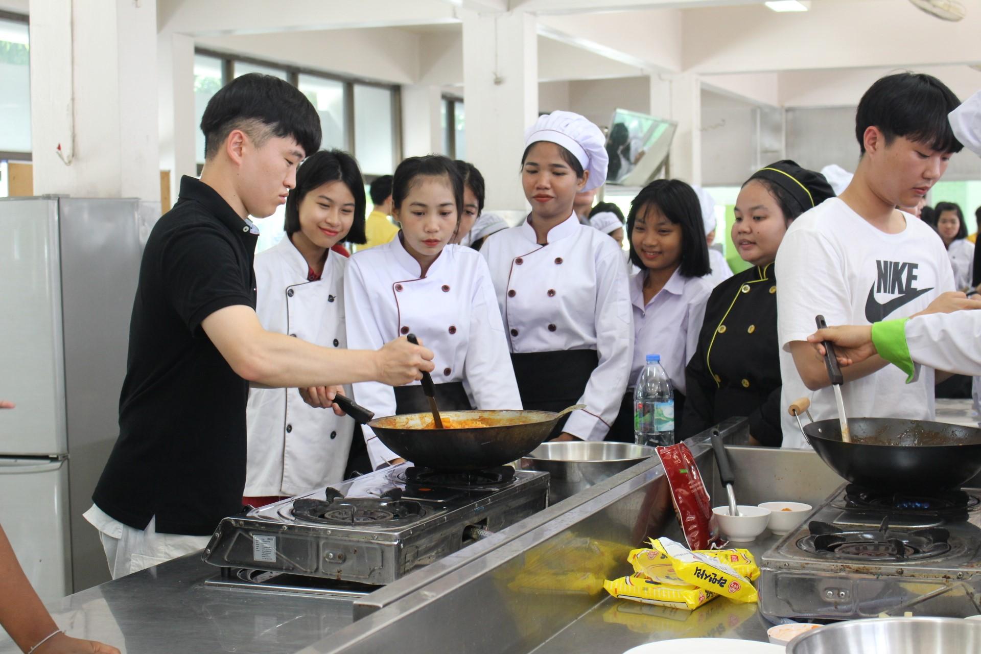 แลกเปลี่ยนถ่ายทอดวัฒนธรรมเกาหลี (การทำอาหาร) 2562