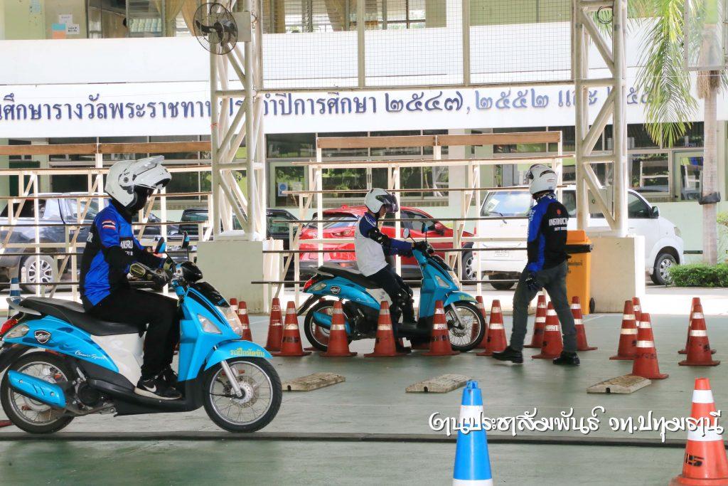 การฝึกอบรมการขับขี่ปลอดภัยบนท้องถนน โดยมีวิทยากรจาก บริษัท ไทยซูซูกิมอเตอร์ จำกัด